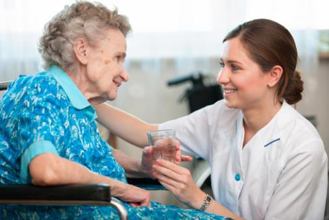 Ny undersökning visar att anställda trivs bättre i privata vårdföretag än i kommuner och landsting