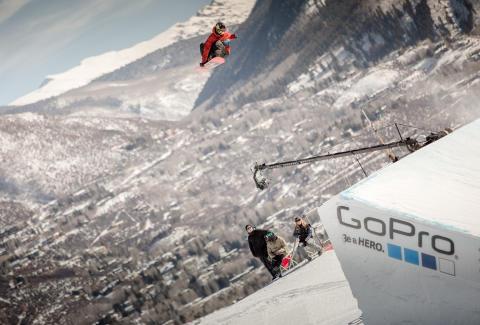 Mons Røisland imponerte stort på hoppene med vanskelige triks. Foto: Matt Pain / Snowboardforbundet