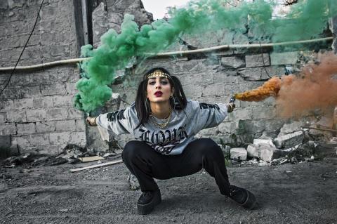 """Nadya släpper singeln """"Refugee"""" där hon belyser utanförskap"""