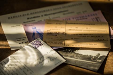 Gamla brev hittades i dörrar - Hälsning från en svunnen tid