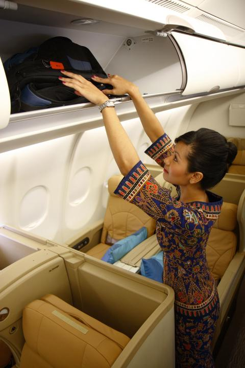 SINGAPORE AIRLINES LAUNCHES NON-STOP SINGAPORE-SAN FRANCISCO FLIGHTS