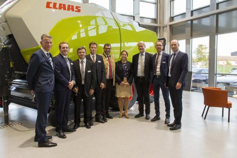 Cathrina Claas-Mühlhäuser tillsammans med Swedish Agro Machinerys produktchefer.