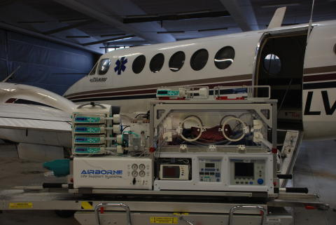 Sju av tio kuvöstransporter sker med ambulansflygplan