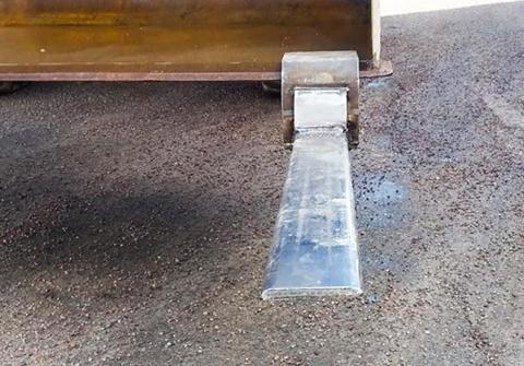 Patenterat fäste förenar skopa med gafflar