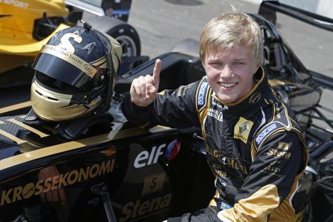 Pallsäker Johansson jagar täten i Formel Renault 1,6