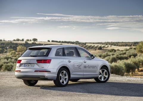 Audi Q7 e-tron 3 0 TDI quattro b
