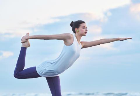 WF-SP700N_Y_yoga-Large
