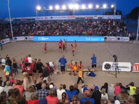 Weblink bygger beachhandbollsplan i Alingsås