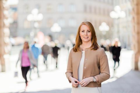 Annie Lööf: C vill se krav på mer förnybart i flygbränslet