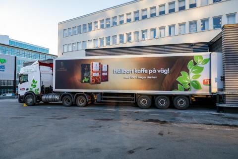 Arvid Nordquist minskar sina klimatutsläpp med ny biogasdriven lastbil