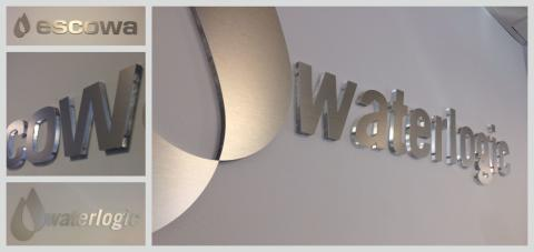 Interiöra och exteriöra skyltar i premiumutförande till Escowa och Waterlogic för en kall och ren känsla