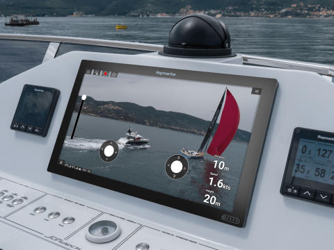 High res image - Raymarine - Axiom XL UAV Flybridge