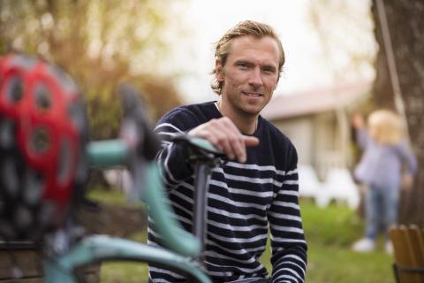 Johan Olsson springer Bellmanstafetten med elitskidåkare