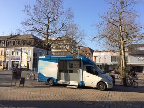 Beratungsmobil der Unabhängigen Patientenberatung kommt am 17. Mai nach Erlangen.