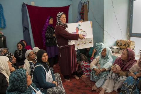 Kvinnor engageras som frivilliga inom Röda Halvmånens förebyggande hälsoarbete