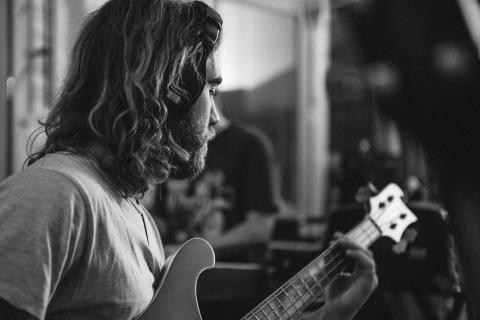 Den australske singer-songwriter Matt Corby giver lyd fra sig i VEGA efter 2 års tavshed