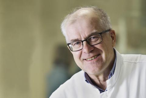 Sydäntutkimuksen tunnustuspalkinto professori Juhani Airaksiselle