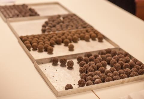 4 sorters chokladtryfflar med Lucia Choklad (71 kr, nr 76504)