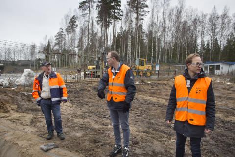 Lars-Göran Rohlén, Orica, diskuterar placering av pelletsanläggningen med Anders Tålsgård och Johan Lagerqvist från Pemco Energi