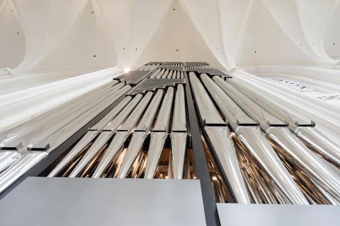 Nu invigs nya orgeln i S:t Petri kyrka