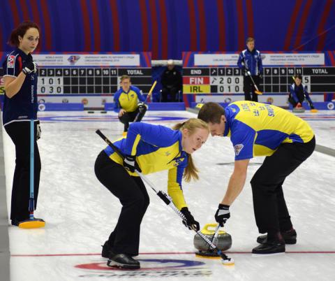 Curling: Sverige slutspelsklara i mixed-VM