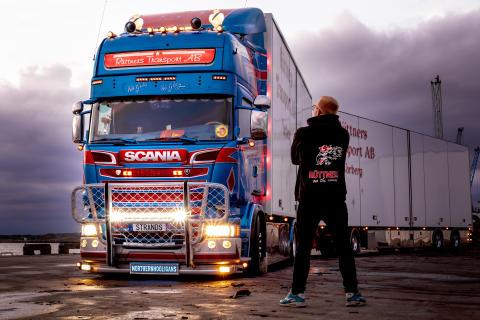 Strands Lighting Division i samarbete med lastbilsprofiler