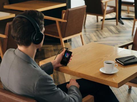Walkman NW-ZX507 lifestyle