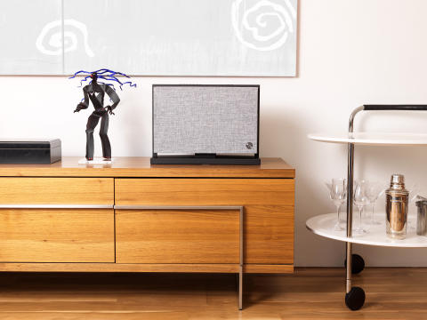 wireless-multiroom-speaker-A40-lightgray-Lifestyle-works-with-alexa-AudioPro-02