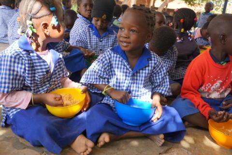 Hjälp oss att sätta upp sädesmagasin i Nakamtenga med omnejd