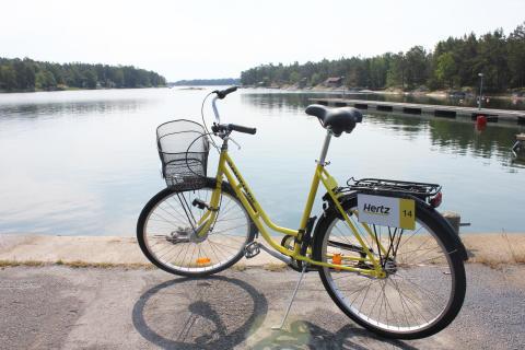 Hertz öppnar cykeluthyrning i Stockholms skärgård