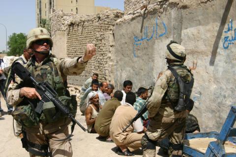 Irak: Tio år - övergreppen fortsätter