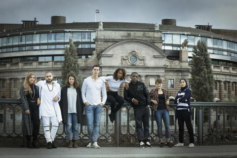 Kända politiker flyttar in hos unga i ny UR-serie