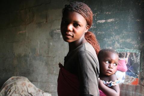 Lindy fra Zimbabwe er 22 år og har ansvar for seks barn.