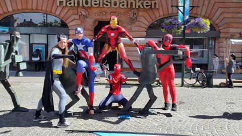 Superhjältar på vift i centrala Malmö!