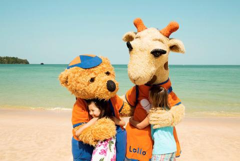 Lollo og Bernie får fremover travlt, når de skal kramme børn fra hele Europa på 112 hoteller.