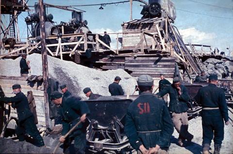 Rundt 130 000 tvangsarbeidere jobbet under harde kår i Norge under 2. verdenskrig.