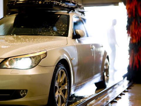 Bilvask 7 - bil i vaskehal