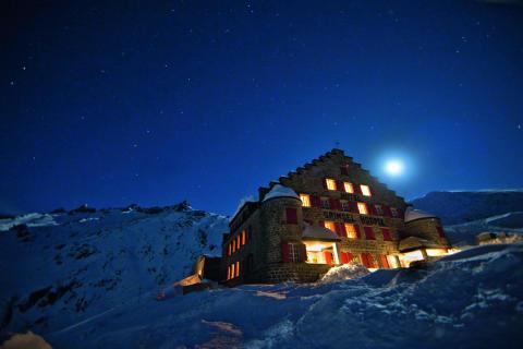 Alpinhotel Grimsel Hospiz bei Nacht © David Birri