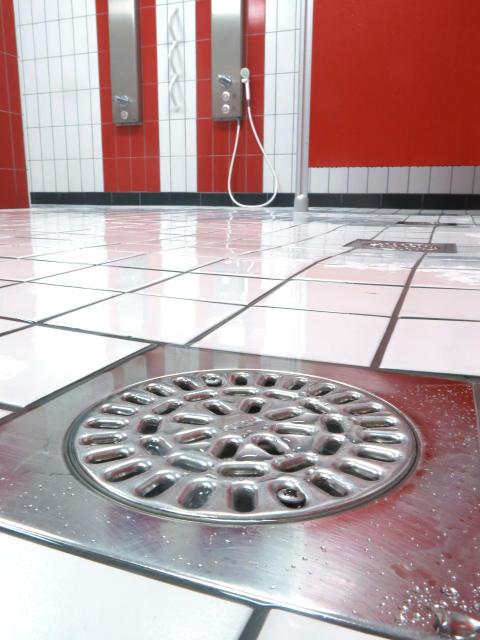 Hur rengör jag min golvbrunn? Vi har svaren!