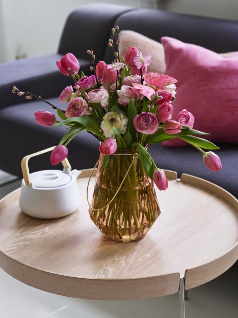 Tulipaner ranunkler og kirsebær