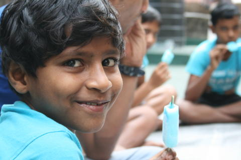 Jysk Rejsebureau fejrer 30 års jubilæum ved at give indiske gadebørn tag over hovedet