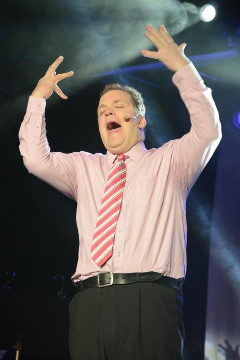 Tony Huovinen från Håbo på andra plats i Väsby Melodifestival 2013