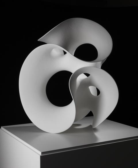 Eva Hild Loop, 2012 Signerad och daterad Unik skulptur. Handbyggd, kaolin-engoberat stengods. Höjd 50 cm