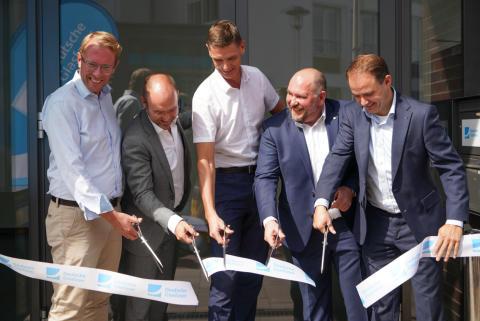 Glasfaseroffensive in Niedersachsen: Digital-Staatssekretär Stefan Muhle eröffnet neuen Deutsche Glasfaser Standort