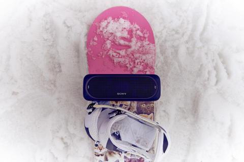Bunte Show zum Abschluss der Skisaison mit Profi-Snowboardern und Sony