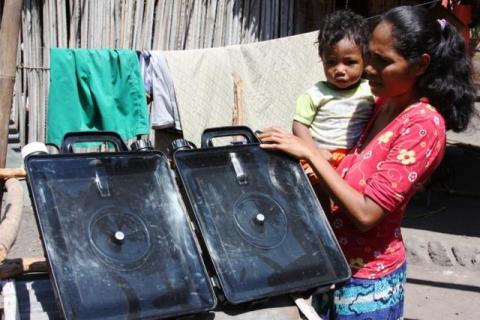 Plan, Solvatten och Qatar Airways förser tyfondrabbade förlossningskliniker i Filippinerna med rent vatten.