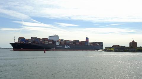 OECD: Satsa på djupare farleder in till Göteborgs Hamn