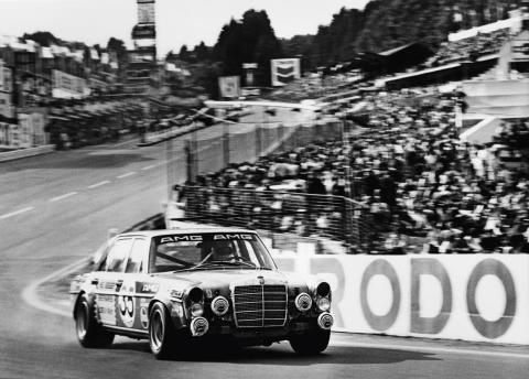 Mercedes-AMG fylder 50