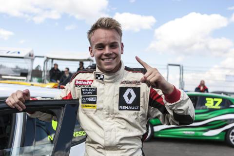 Nicklas Oscarsson leder Renault Clio Cup efter premiärhelgen