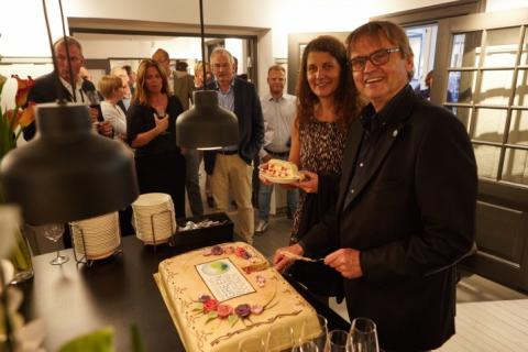 NGBC feiret femårsjubileum med pølser, kake og jazz